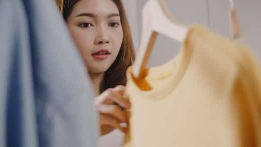 服を購入しても洗濯などが面倒、という一面も理由になっている
